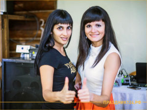 Двое ведущих праздников в Красноярске