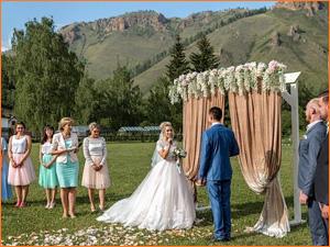 Оригинальная выездная свадебная церемония на природе