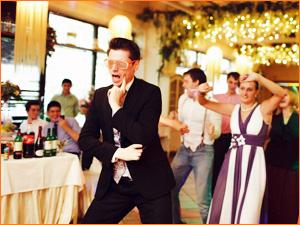 Веселый тамада на свадьбе с конкурсами
