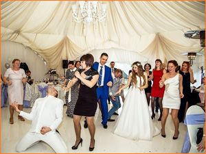 Ведущая на свадьбе с конкурсами