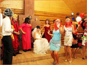 Веселая тематическая свадьба с костюмами