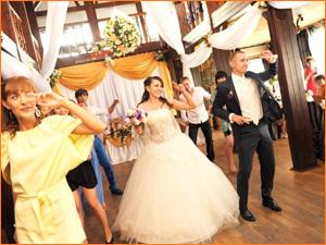 Свадебный веселый танец на свадьбе