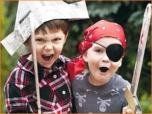 Дети в костюмах пирата на детском квесте