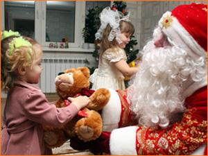Дед Мороз пришел в гости домой к детям