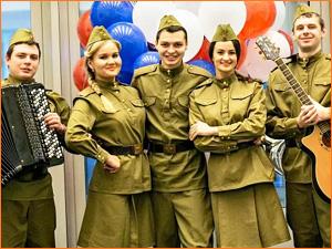 Военные костюмы к празднику для мужчин и женщин