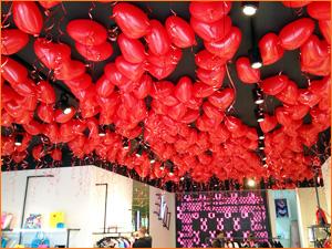 Оформление магазина в торговом центре на 14 февраля