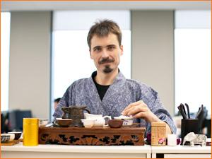 Специалист по традиционному завариванию китайского чая