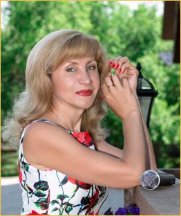 Ведущая и организатор праздников Елена