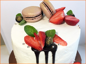 Торт из свежих ягод и кремом из сметаны