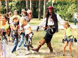 Детский квест на природе с пиратами и веревками