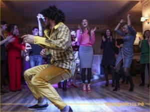 Веселый ведущий и танцы на корпоративе