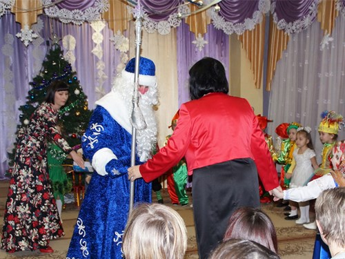 Дед Мороз пришел на утренник в детский сад
