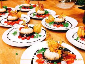 Десерты в тарелках