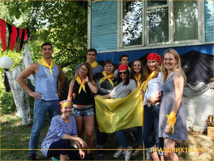 Команда желтых вовремя коллективных игр на природе