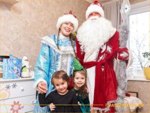 Дед Мороз вместе с детьми